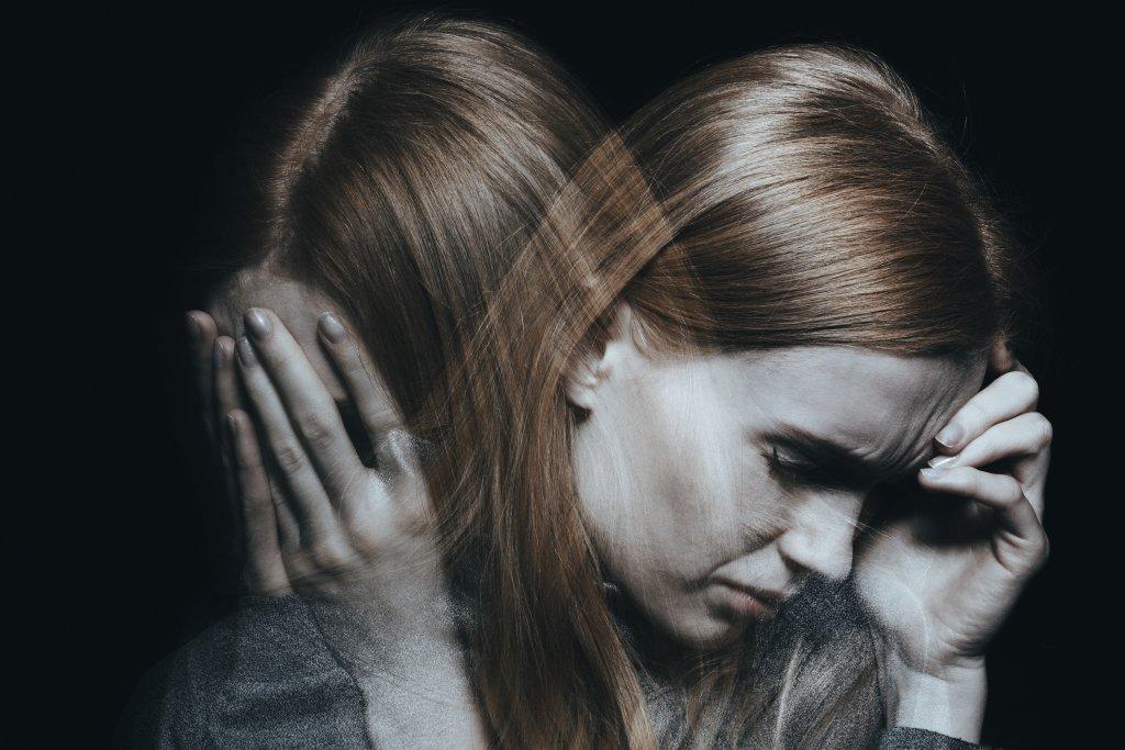 Vertigo ve baş ağrısı konseptli fotoğraf