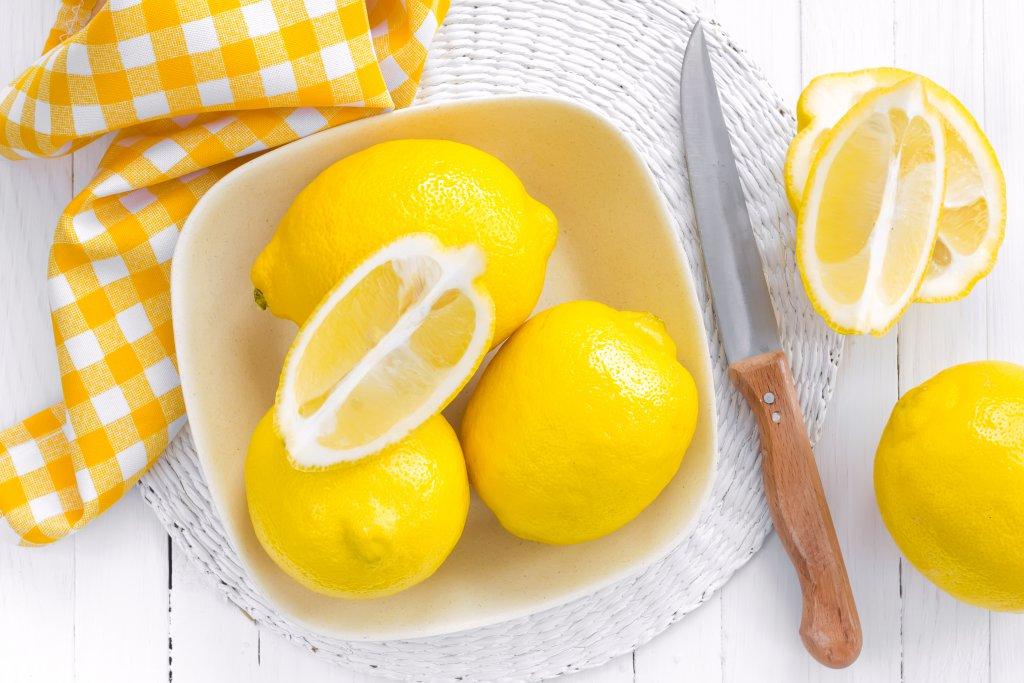 dilimlenmiş limon tabağı